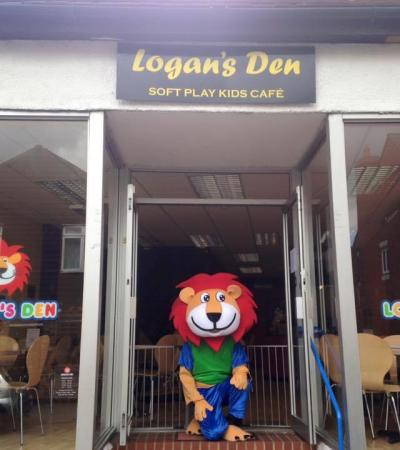 Mascot outside of Logans Den in Baldock