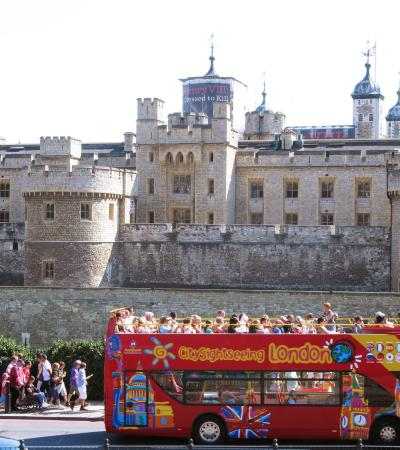 Bus passes Tower of London on City Sightseeing London tour