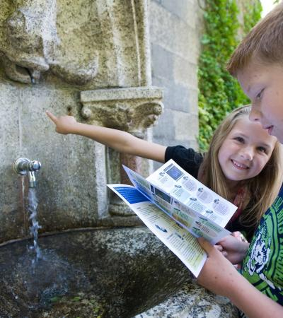 Kids looking for clues on The Berkhamsted Mystery Treasure Trail