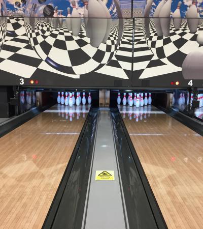 Bowling alleys at Farnborough Bowl