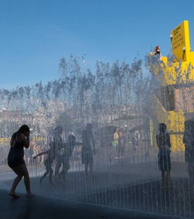 Kids in water sprinklers at Jeppe Hein Appearing Rooms in South Bank