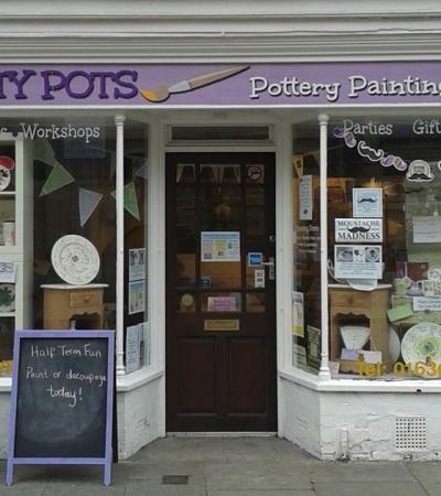 Outside view of Arty Pots in Newark