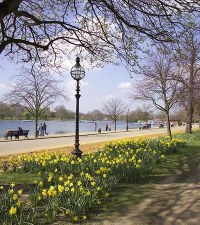 Riverside walk way at Hyde Park in London