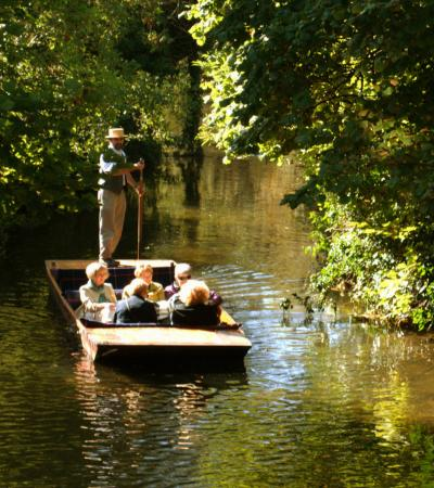 People on Canterbury Punting Company Tour