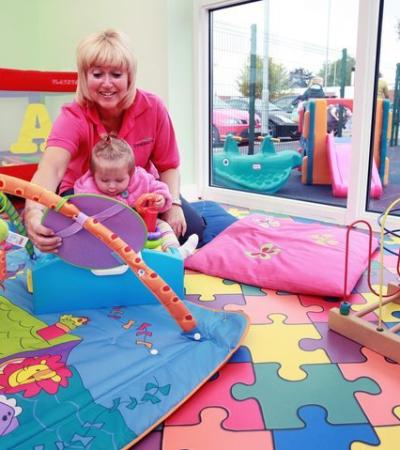 Mum and baby playing at Leos Funzone Huntingdon