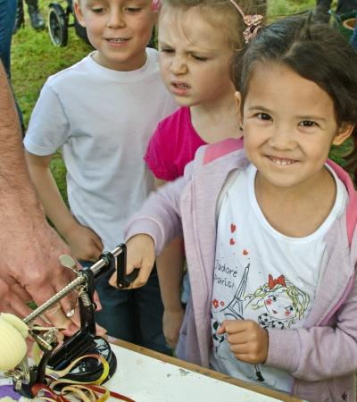 Girl uses apple peeler at The Nature Discovery Centre in Thatcham