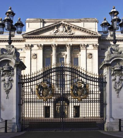 Outside view of Buckingham Palace in London