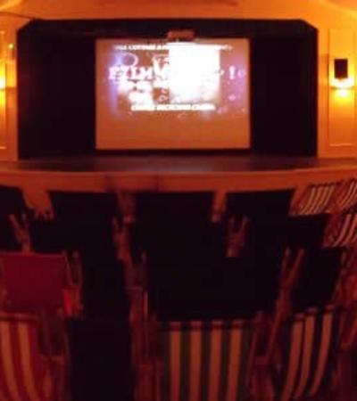 Room at Croyde Deckchair Cinema