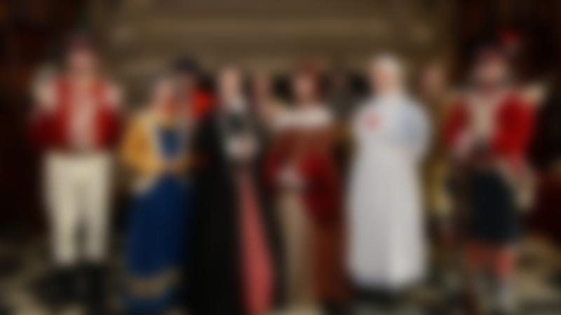 Visitors dressed in Victorian clothes at Edinburgh Castle